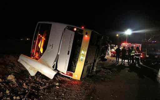 سه کشته و ۲۶ مصدوم ؛ بر اثر واژگونی اتوبوس در آزاد راه زنجان