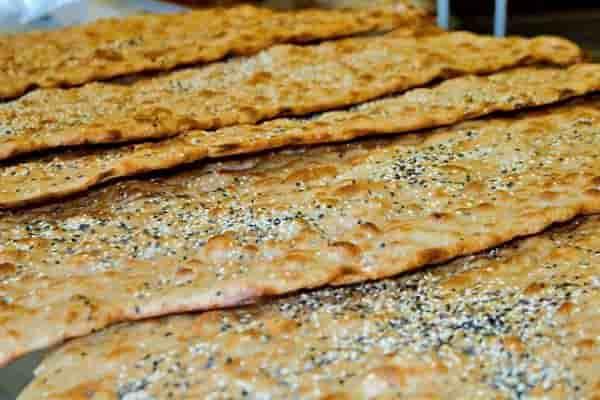 خطر انتقال کرونا از طریق نان جدی است