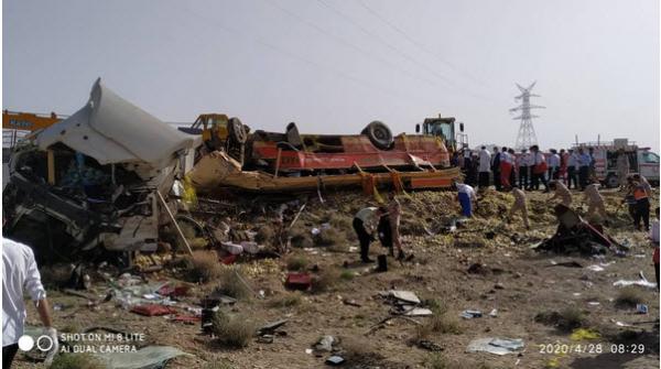 ۱۲ کشته و ۸ مصدوم در تصادف تریلی با اتوبوس در خراسان جنوبی