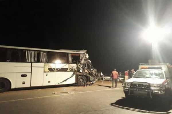 برخورد اتوبوس و کامیون در اتوبان ساوه به تهران/ ۲۴ نفر مصدوم شدند