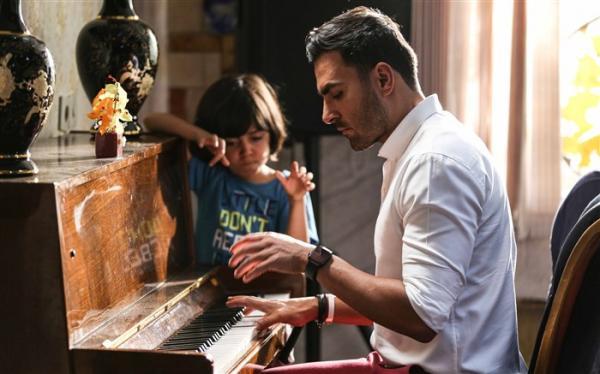 علی رهبری و آرین بهاری خوانندگان گروه پازل بند بازیگران« گُل به خودی» شدند