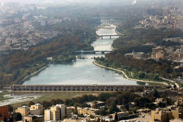 زایندهرود تا پایان تابستان در اصفهان جریان دارد