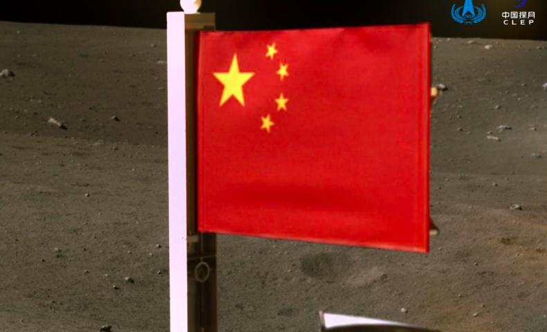 چین پرجم خود را برر روی ماه قرار داد